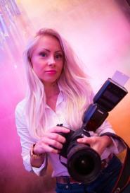female photographer in dubai